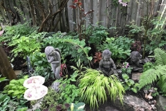 Statues-and-plates-in-garden